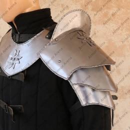 Cross Maltese Shoulders with Sword Breaker